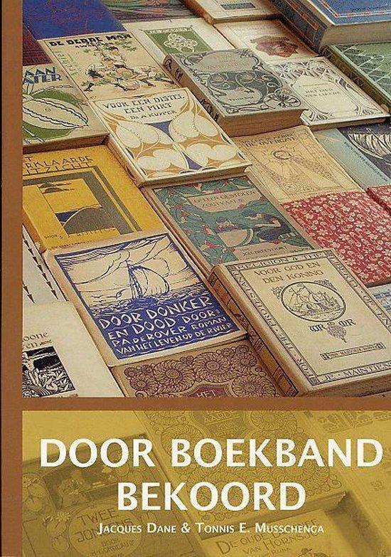 Dane, Jaccques / Musschenga, Tonnis E. - Door  boekband bekoord- boekgeschiedenis van de boekbandontwerpen van protestants-christelijke uitgevers van 1892-1940