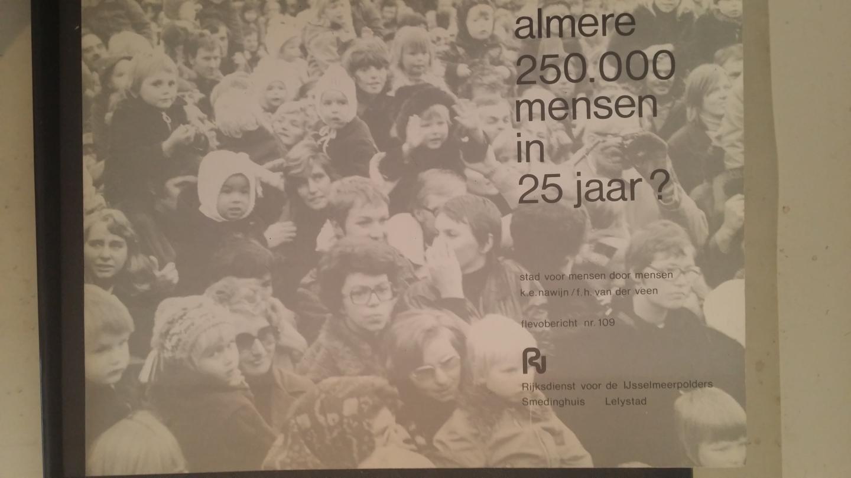 Nawijn, K.E. en Veen, F.H. van der - Flevobericht Nr. 109: Almere, 250.000 mensen in 25 jaar? Stad voor mensen door mensen.