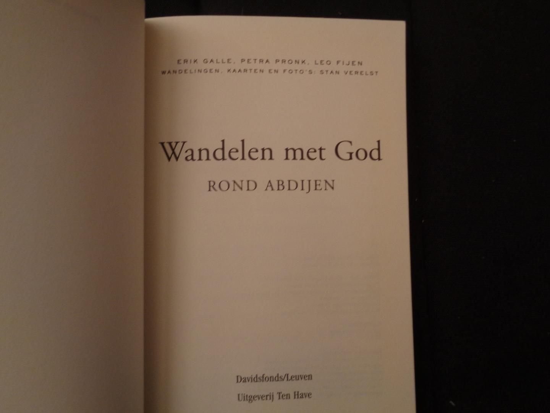 Galle, Erik  petra pronk  leo fijen - Wandelen met God rond abdijen