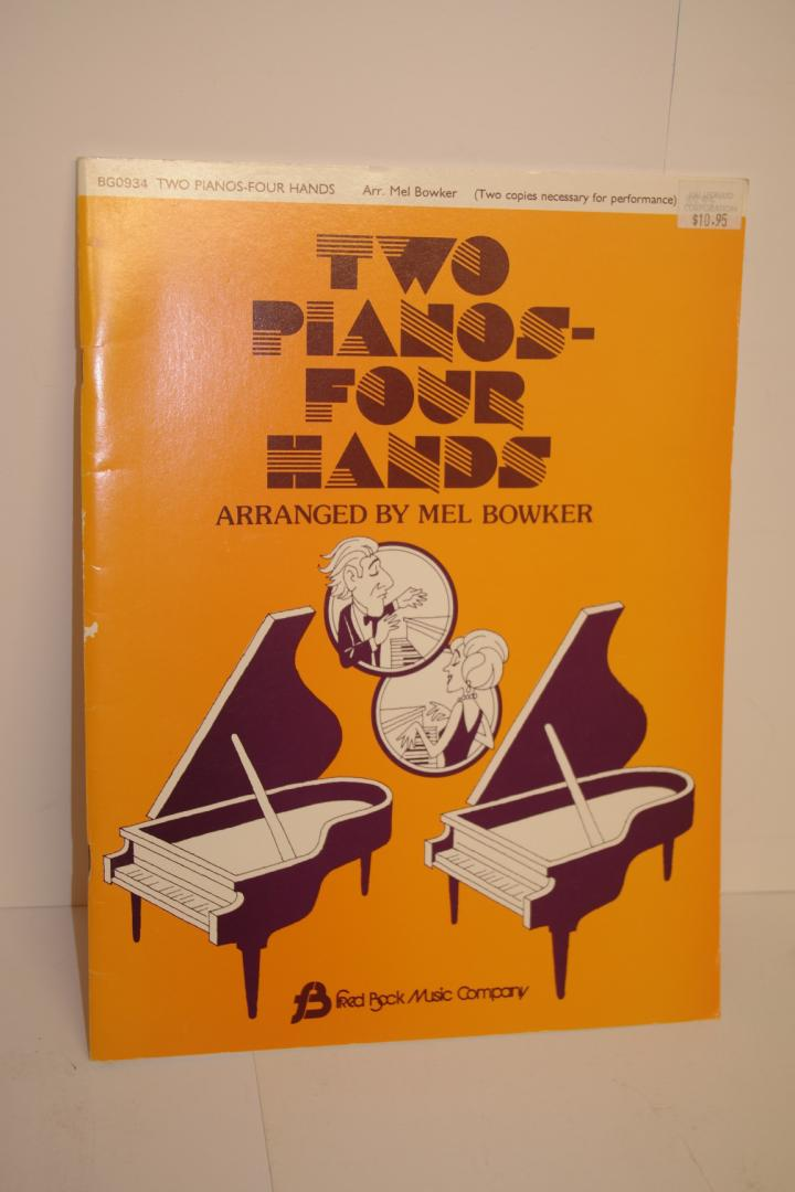 - two piaanos four hands