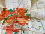 Schaaf, Ype. - Laarzen op de Lange Pijp. Leeuwarden in de Tweede Wereldoorlog + losse plattegrond Leeuwarden 1943.