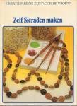 Voeten, Peter (hoofdredactie) - Zelf Sieraden Maken, 184 pag. hardcover + stofomslag, goede staat