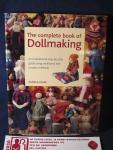 Peake, Pamela - The complete book of DOLLMAKING ; An inspirational step-by-step guide using traditional and modern methods