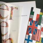 Groot, Pieter (design) and Schierbeek, Bert (text) - Versieren Kerstnummer Grafisch Nederland 1969 with booklet by Bert Schierbeek in original packaging envelope.