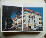 Jacobs, Sanne (samenstelling e.a.) - 380 [foto's van alle 380 stad-/gemeentehuizen in kleur]